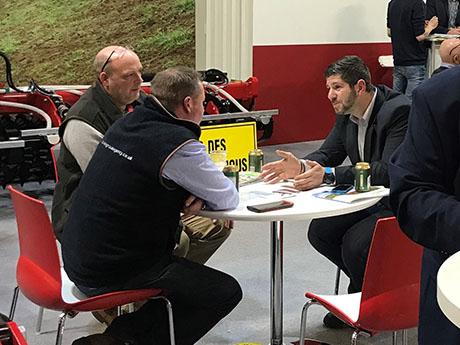 Представитель компании SMS cz ведет переговоры с дилером из Великобритании.