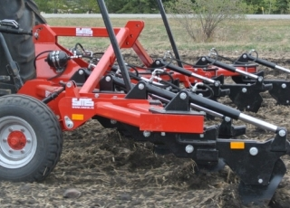 The arrow shape basic frame are fitted ensures smooth running on difficult terrain