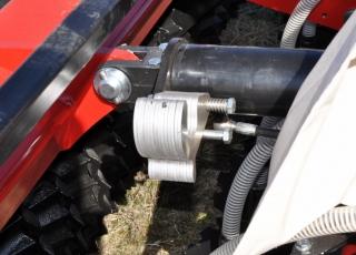 Nastavení hloubky pomocí hydraulického válce